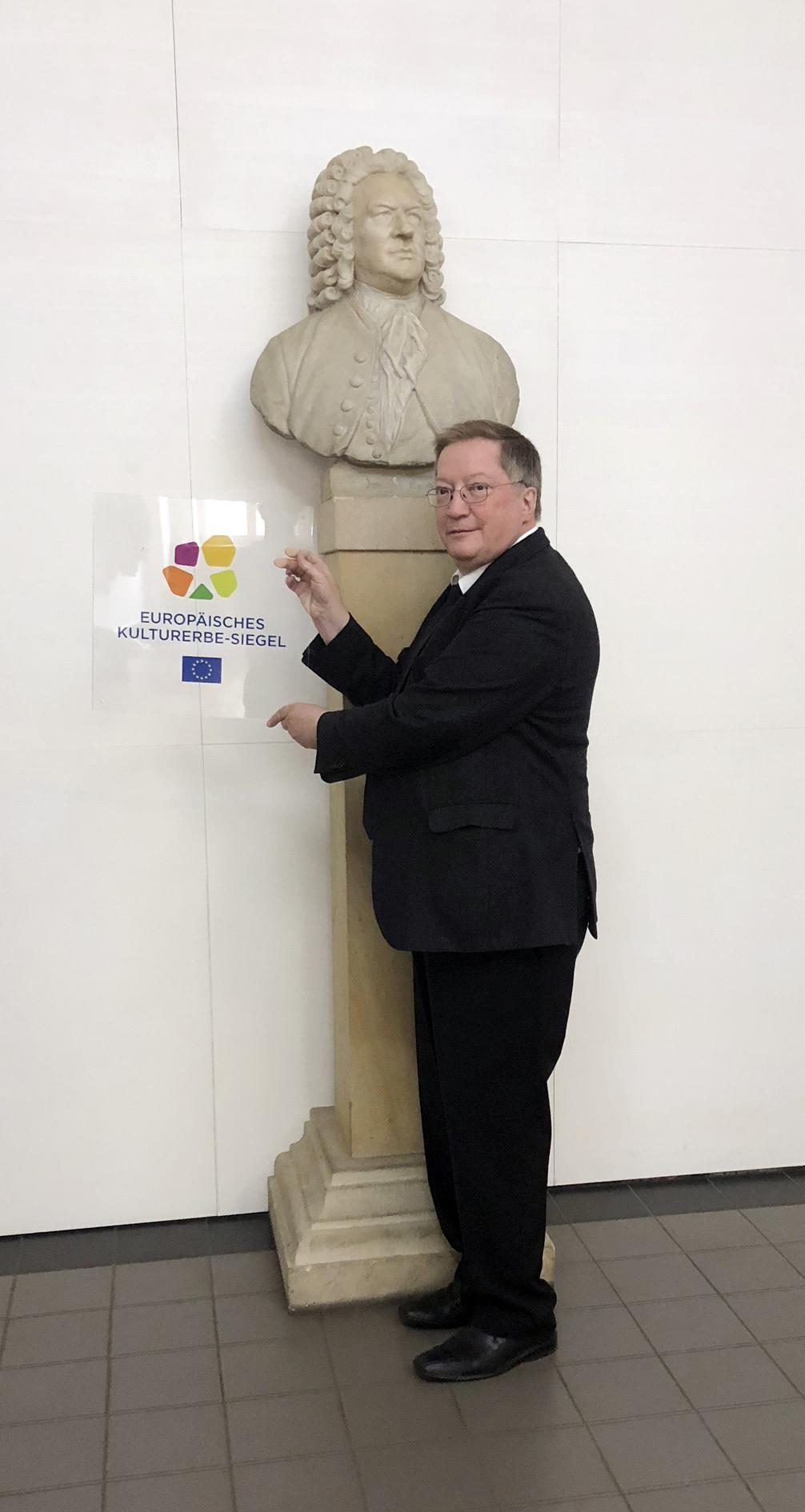 Dr. Stefan Altner, Geschäftführer des Thomanerchor Leipzig, mit dem Europäisches Kulturerbe-Siegel